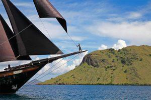 Indonesia yacht charter Dunia Baru - sailing Komodo