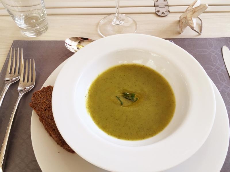 Luxury Catamaran Charter SOMETHING WONDERFUL - Lunch cuisine
