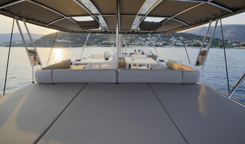New Horizons 3, flybridge with seating area.